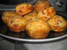 Pizzamuffinsit (n.12 kpl) salamilla. Kotikokki.netin nimimerkki Tintti 25:n ohjeella