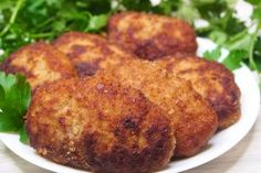Chiftele delicioase și dietetice perfecte pentru toți cei care evită prăjelile și au grijă de propria sănătate și de sănătatea celor dragi. INGREDIENTE: -1 kg de carne tocată (vită + porc); -300 gr de cartofi dați prin răzătoare; -1 ceapă; -2 căței de usturoi; -1 ou; -3 linguri de mărar; -¼ pahar (60 ml) de smântână pentru frișcă; -3 linguri de griș; -sare, piper, coriandru măcinat; -ulei – pentru formă. MOD DE PREPARARE: 1.Mărunțiți ceapa și usturoiul cu ajutorul blenderului, adăugând 2… Romanian Food, Savoury Dishes, Tandoori Chicken, Food Storage, Baked Potato, Food And Drink, Dining, Cooking, Ethnic Recipes