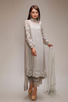 ideas wedding dresses pakistani anarkali sleeve for 2019 39 ideas wedding dresses pakistani anarkali sleeve for 2019 Pakistani Dress Design, Pakistani Outfits, Indian Outfits, Pakistani Fashion Casual, Pakistani Couture, Kurta Designs, Blouse Designs, Indian Designer Suits, Desi Clothes