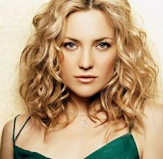 Hairstyles for curly hair 2016 Lob Curly Hair, Haircuts For Curly Hair, Cool Hairstyles, Curly Lob Haircut, Medium Curly Haircuts, Wavy Lob, Formal Hairstyles, Wedding Hairstyles, Medium Hair Cuts