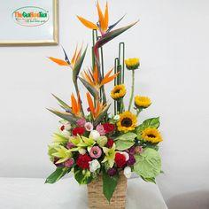 Church Flower Arrangements, Table Arrangements, Floral Arrangements, Bright Colors, Colours, Ikebana, Fresh Flowers, Flower Designs, Simple Designs