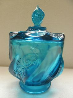 Fenton Glass - SUCH AN INTERESTING SHAPE & STUNNING COLOUR!! - DIVINE!!⚪️