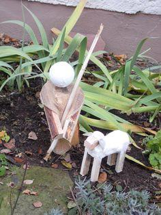 Hirte mit Schaf - Krippenfiguren aus Kaminholz für den Vorgarten - Weihnachten 2016