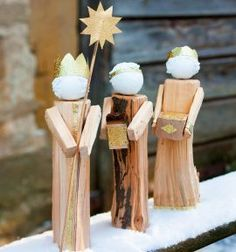 krippe weihnachten Natural decorations for all seasons Naturally made of logs . Christmas Wood, Christmas Projects, Christmas Time, Xmas, Barn Wood Crafts, Christmas Interiors, Three Wise Men, Winter Kids, Holidays And Events