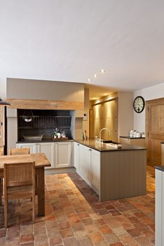 Dekeyzer    Keuken    Landelijk Küchen Design, Floor Design, House Design, Kitchen Cabinet Remodel, Kitchen Themes, Beautiful Kitchens, Metal Walls, Diy Home Decor, Interior Decorating
