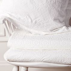 basic tagesdecke aus baumwolle mit relief schlafen zara home basic zara home sterreich. Black Bedroom Furniture Sets. Home Design Ideas