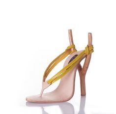 Marre de retrouver les mêmes chaussures super-tendance-oh-la-vache-il-me-les-faut-aux-pieds de votre collègue le lendemain ou vous les avez aussi achetées ?. Avec ces modèles, notamment ceux du design