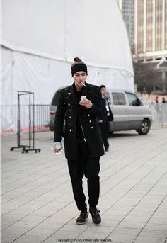 FW Seoul Fashion Week Street Fashion of Male Models Where : Olympic park, Seoul Korea Asian Men Fashion, Dope Fashion, Seoul Fashion, Mens Fashion, Street Fashion, Asian Street Style, Asian Style, Korean Style, Japanese Men
