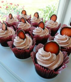 Strawberry-Chocolate cupcakes with chocolate strawberry slices.