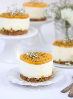 Joghurt-Maracuja-Törtchen Dear Ones! After all the Christmas baking, the oven can stay cold, don't y Fancy Desserts, Sweet Desserts, Christmas Desserts, Christmas Baking, Sweet Recipes, Delicious Desserts, Yummy Food, Cheesecake Recipes, Dessert Recipes