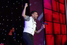 "Ricky Martin performs ""Come with Me"""