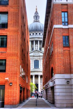 Peeking @ St Paul's, London