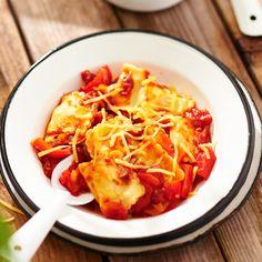 Ravioli in tomaten-paprikasaus. Hoofdgerecht, 4 personen