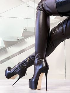 A typical arched foot is normally well balanced and for that reason flexible suf… - Kniehohe Stiefel Sexy High Heels, Lace Up Heels, Pumps Heels, Sexy Boots, Tall Boots, Over The Knee Boots, Heeled Boots, Heeled Sandals, High Heels