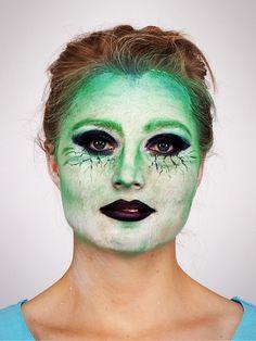 Hexe schminken für #Halloween...Step 6: Lippenstift auftragen
