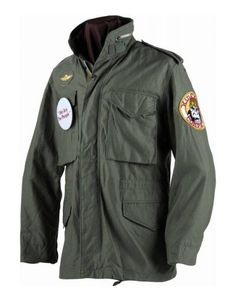 The Robert De Niro Taxi Driver M-65 Jacket is a cotton fabricated piece that is light in weight and high in quality. Exhibiting an olive green color.
