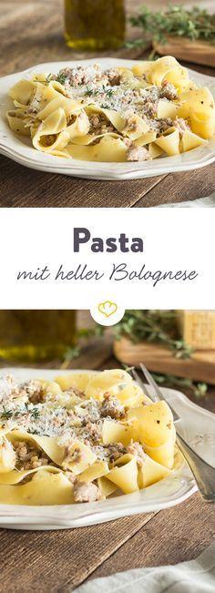 Die helle Variante der Bolognese Sauce wird ohne Wein zubereitet, kann aber mit dem samtigen Geschmack von Sahne auftrumpfen.