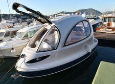 Итальянская дизайн-студия Lazzarini на яхт-шоу 2013 в Монако представила мини-яхту Jet Capsule, которая 7.5 м (24.6 ft) в длину и 3.5 м (11.5ft) в ширину. Футуристично выглядещее судно может кастом...
