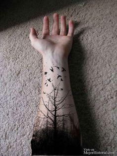 Tengo que confesar que me encantan los tatuajes, yo misma llevo varios en mi cuerpo, y como buena amante de los tatuajes tengo una gran lista de nuevo...