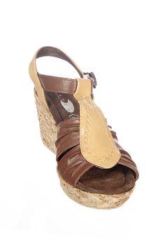 Venda Huran Shoes / 8360 / Mulher / Sandálias de Cunha / Sandálias Castanho e Bege. De 46€ por 15€.