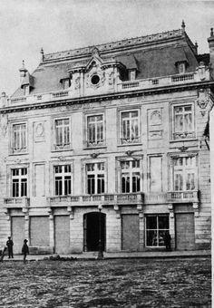 Edificio del Banco Hipotecario de Colombia, situado en la calle 11, # 186, Plaza de Bolivar de Bogotá, en 1918. Fundado en 1910, su gerente era Jaime Holguín.  Foto incluida en el Libro Azul de Colombia, pág 362.