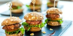 gesundes Fast Food, Junk Food, vegan, Burger, Kürbis Pommes, Jérôme Eckmeier, Vegan tut gut, ohne tierische Produkte, lecker, Rezept, schnell, gesunde Ernährung, gesund essen, gesunde Rezepte, gesunde Ernährung, gesund essen, gesunde Rezepte,gesunde Ernäh