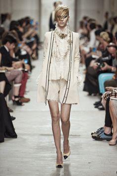 Sfilata Chanel Singapore - Pre-collezioni Primavera Estate 2014 - Vogue
