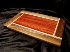 Diy Cutting Board, Wood Cutting Boards, Chopping Boards, Diy Wood Projects, Woodworking Projects, Woodworking Box, Woodworking Classes, Wooden Serving Trays, Gifts For Mom