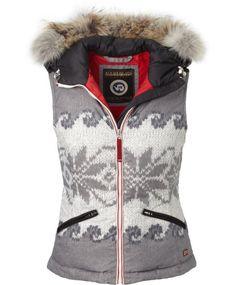 03b264d36f NAPAPIJRI Weste. Ceyda Akyar · Skiing outfit