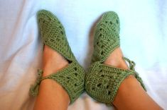 Can be made in any variety of colors! Hand crocheted by me with soft acrylic yarn that is both machine washable on lukewarm and dryer safe. Made in a pet-free, smoke-free home. Crochet Lovey Free Pattern, Crochet Slipper Pattern, Hand Crochet, Crochet Boots, Crochet Slippers, Granny Square Slippers, Point Granny Au Crochet, Elf Slippers, Fairy Shoes