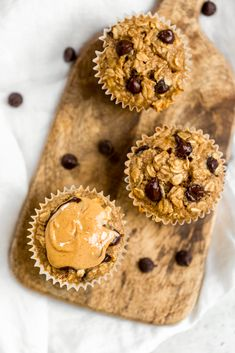 Delicious peanut butter banana baked oatmeal cups made with protein-packed peanut butter and naturally sweetened with bananas and a touch of maple syrup. These easy banana baked oatmeal cups are easily gluten and dairy free, freezer-friendly and great for Healthy Peanut Butter, Peanut Butter Recipes, Peanut Butter Banana, Ripe Banana Recipe, Banana Recipes, Cake Recipes, Dessert Recipes, Baked Banana, Baking Desserts