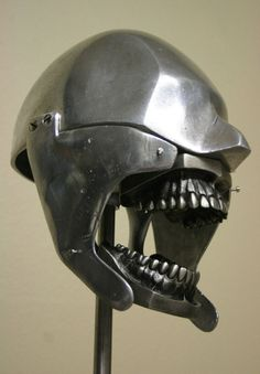 A dental phantom was used in the early 20th century so that practicing dentists could experience the feel of a real human mouth. They were often made with real human teeth, and were utterly terrifying