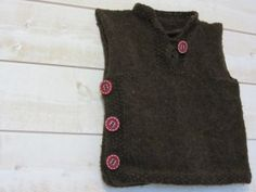 FREE PATTERN - Pull sans manches Garçon 3-4 ans Aig. N°5 (Source : http://blog.laine-et-tricot.com/2012/05/20/ecureuil/) #knitting #sweater #boy