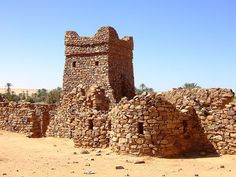 The area around Dar Tichitt in southern Mauritania has been the subject of much archaeological attention, revealing successive layers of settlement near what still were small lakes as late as 1200 BCE. At this time people there built circular compounds, 60-100 feet in diameter, near the beaches of the lakes.