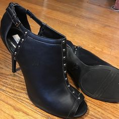 "Simply Vera Wang Black peep toe with zipper heel. Heel height 4"" in very good condition. Simply Vera Vera Wang Shoes Ankle Boots & Booties"