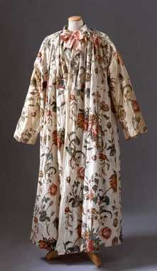 Banyans, derived from India and made out of laces and silk brocades were worn during the 18th century around the house.