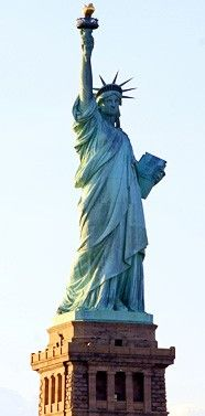 The Statue was closed when I went to New York. Would love to see Lady Liberty New York City Guide, A New York Minute, Liberty Statue, Voyage New York, I Love Nyc, Quelques Photos, Equador, Photos Voyages, Concrete Jungle