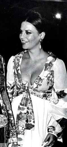 Natalie Wood (A pregnant Natalie!)