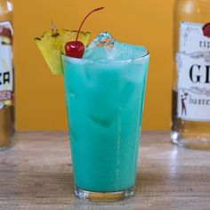 The Blue Hawaiian Long Island 🍍🍒 We combined a Long Island Iced Tea and Blue Hawaiian. This drink is potent and tropical. Iced Tea Recipes, Drinks Alcohol Recipes, Yummy Drinks, Alcoholic Drinks, Drink Recipes, Liquor Drinks, Strong Cocktails, Tea Cocktails, Peach Vodka