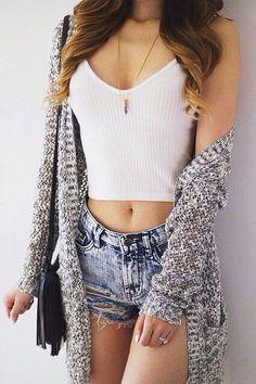 street style / casual crop top + denim shorts