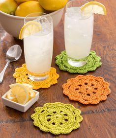 Diese Untersetzer, die aussehen wie aufgeschnittene Zitrusfrüchte, sind ideal für dein nächstes Picknick. Häkel sie aus einem leichten Baumwollgarn.