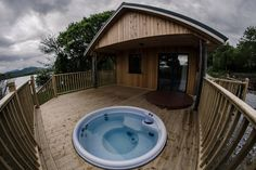 Gesamte Unterkunft in Kenmare, Irland. Beautifully located large 3 bedroom cabin right on the shore of Kenmare Bay just 2 miles from Kenmare town. Watch the otters, sea birds and wild de. Jacuzzi Hot Tub, Jacuzzi Outdoor, The Places Youll Go, Great Places, Best Of Ireland, Property For Rent, Seaside, Cabin, Outdoor Decor