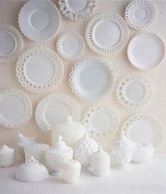 乳白色のミルクグラスと言っても光の透け感などはさまざまです。色々な表情があって違いが楽しめます。