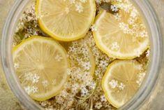 Magdalenka.cz » Recept » Maminčin bezinkový sirup (z květů) Lime, Food And Drink, Homemade, Fruit, Drinks, Health, Syrup, Chef Recipes, Cooking