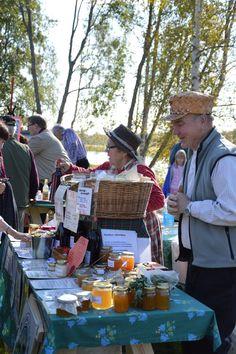 Kipuöljy ja erilaiseet voiteet ovat markkinoilla kysyttyjä tuotteita. Luuppi, Oulu (Finland)