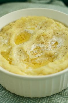 Freezer Mashed Potatoes - such a time saver! Put in small tin meatloaf pans for Jake! Pioneer Woman Freezer Meals, Make Ahead Freezer Meals, Freezer Cooking, Crockpot Recipes, Cooking Recipes, Freezer Recipes, Potato Dishes, Potato Recipes, Kitchens