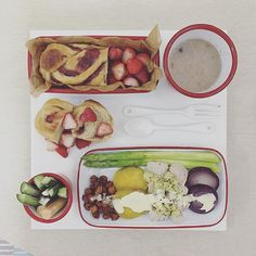 . good morning thursday :-目))) . #goodmorning #morning #breakfast #yummy #goodfood #instafood #onthetable  #homemade #foodie #foodstagram #igfood #foodphotography #foodphoto #yum #2eat2gether #S_S_iloveBreakfast #朝食 #早餐 #baking #烘培 #bread #茄 #strawberry_breadroll #麵包#麵包捲 #パン #草莓麵包捲 #イチゴ #草莓 .