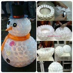 Diy snowman craft ideas from plastic cup 26 Christmas Door, Diy Christmas Ornaments, Simple Christmas, Christmas Wreaths, Snowman Crafts, Christmas Projects, Christmas Crafts, Office Christmas Decorations, Craft Ideas