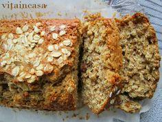 Il plumcake coi fiocchi non è esattamente light, ma è fatto coningredienti salutari come la farina integrale, i fiocchi d'avena, la frutta secca e il latte fresco. Inoltre contiene meno zucc…