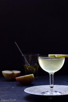 Honeycrisp Apple Daiquiri -- My favorite apple is honecrisp - Party Drinks, Cocktail Drinks, Fun Drinks, Yummy Drinks, Beverages, Yummy Food, Daiquiri Cocktail, Cocktail Shaker, Cocktail Pictures